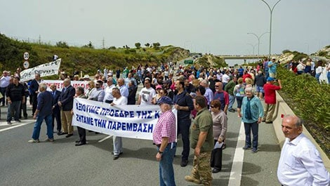 Pissouri residents block highway